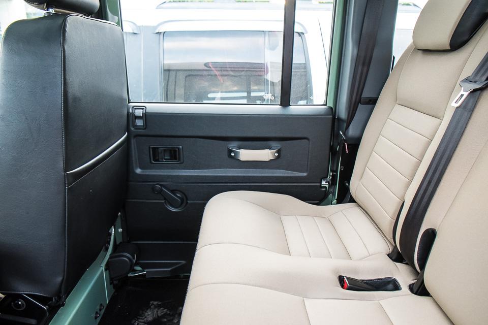 Land Rover Defender Heritage Edition_tinhte.vn-1553.jpg