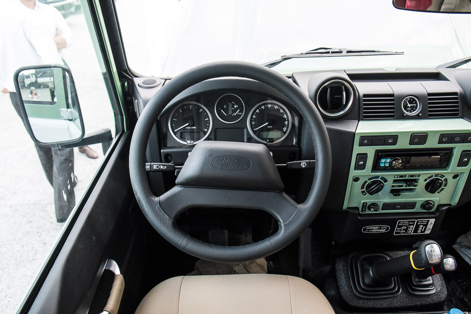 Land Rover Defender Heritage Edition_tinhte.vn-1556.jpg
