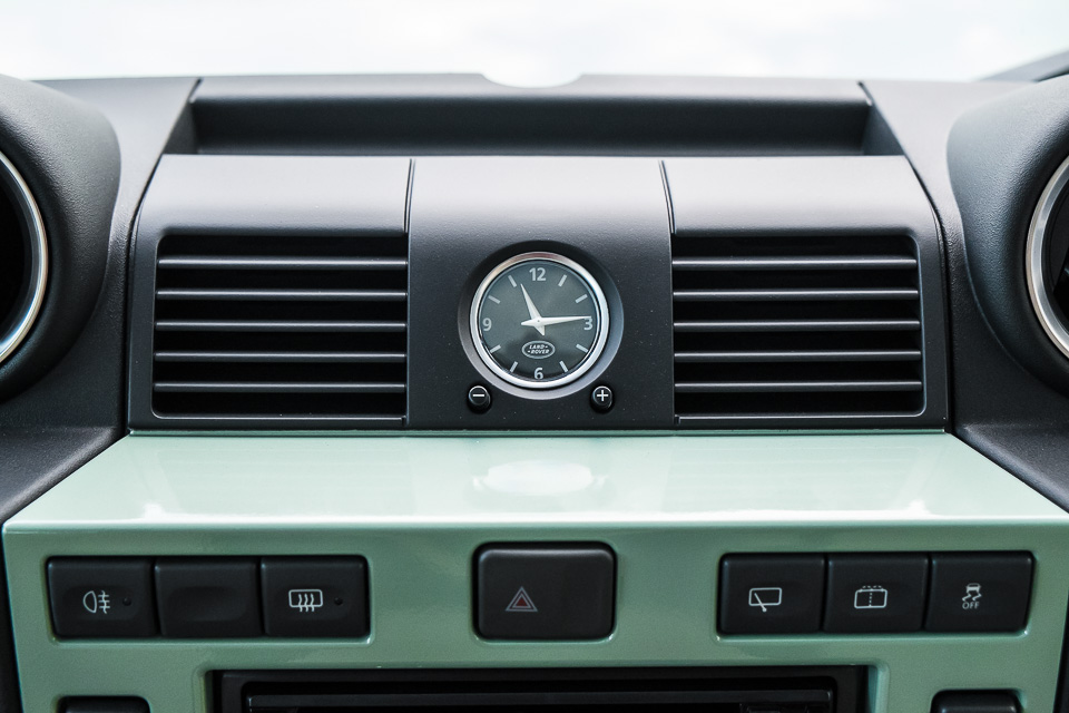 Land Rover Defender Heritage Edition_tinhte.vn-1557.jpg