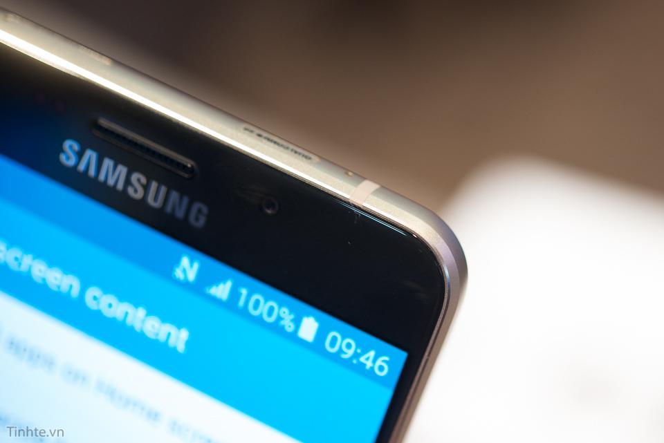 Tren_tay_Samsung_Galaxy_A9_tinhte.vn-12.jpg