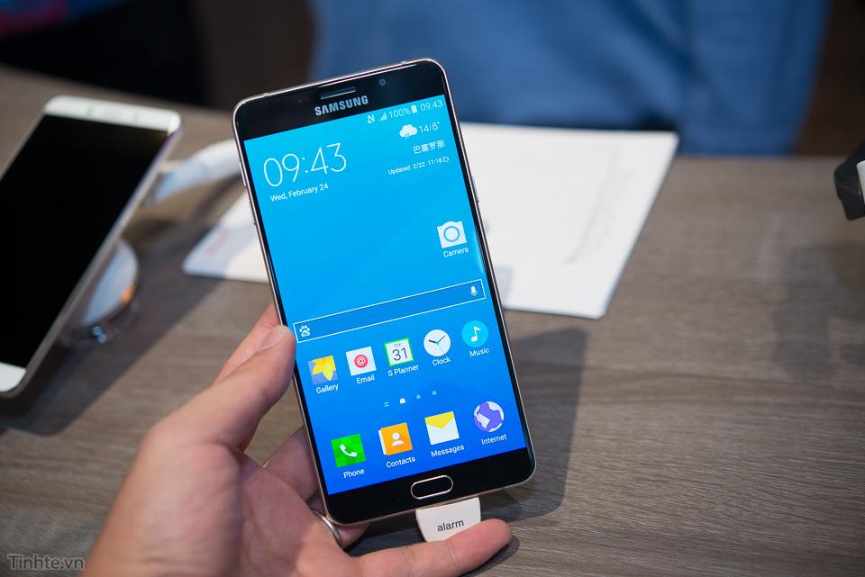 Tren_tay_Samsung_Galaxy_A9_tinhte.vn.jpg