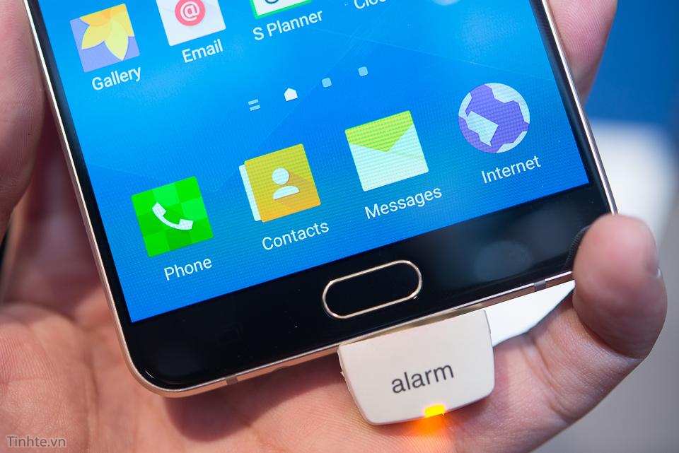 Tren_tay_Samsung_Galaxy_A9_tinhte.vn-2.jpg