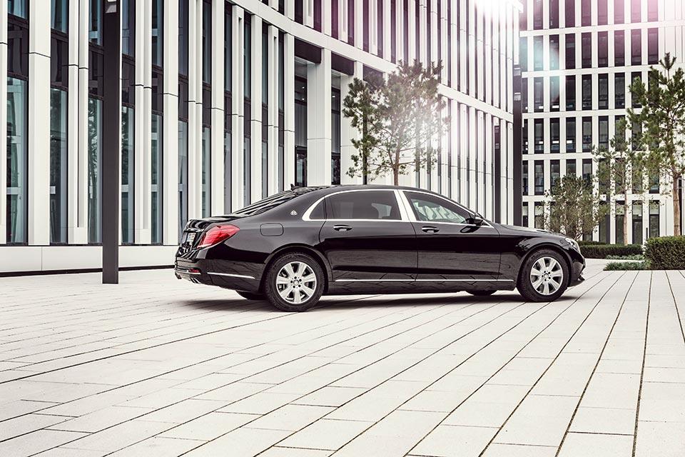Mercedes-Maybach_S_600_Guard_tinhte_2.jpg