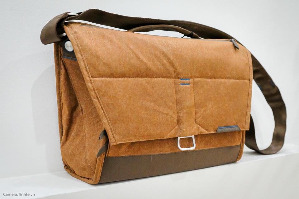 Tren tay Peak Design Everyday Messenger Bag-1.jpg