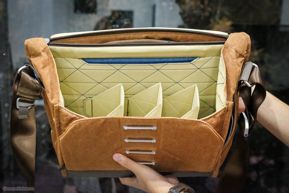 Tren tay Peak Design Everyday Messenger Bag-8.jpg