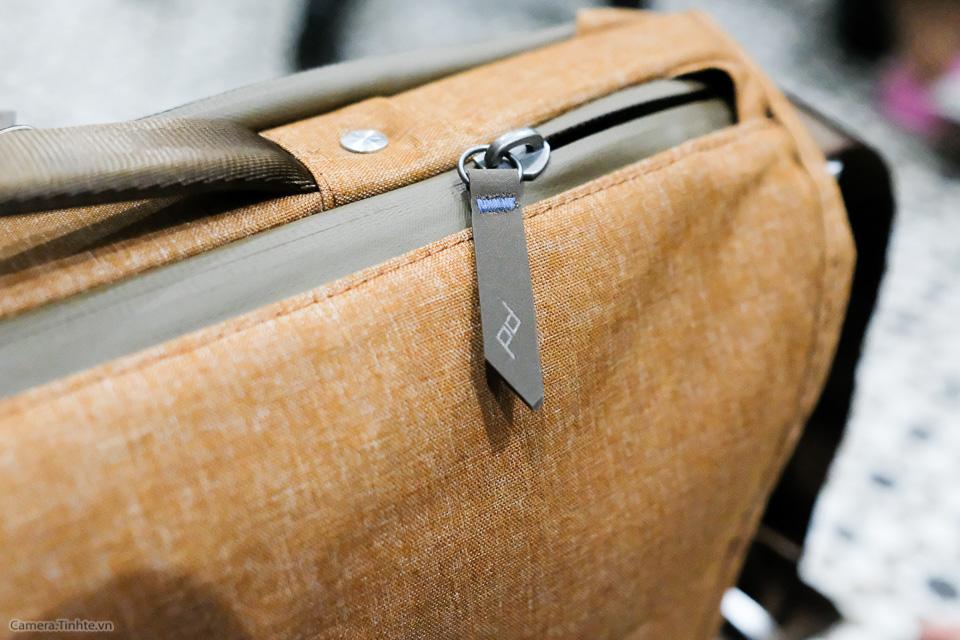 Tren tay Peak Design Everyday Messenger Bag-27.jpg
