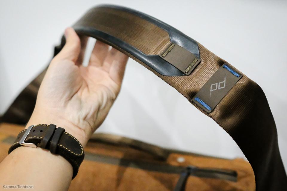 Tren tay Peak Design Everyday Messenger Bag-29.jpg