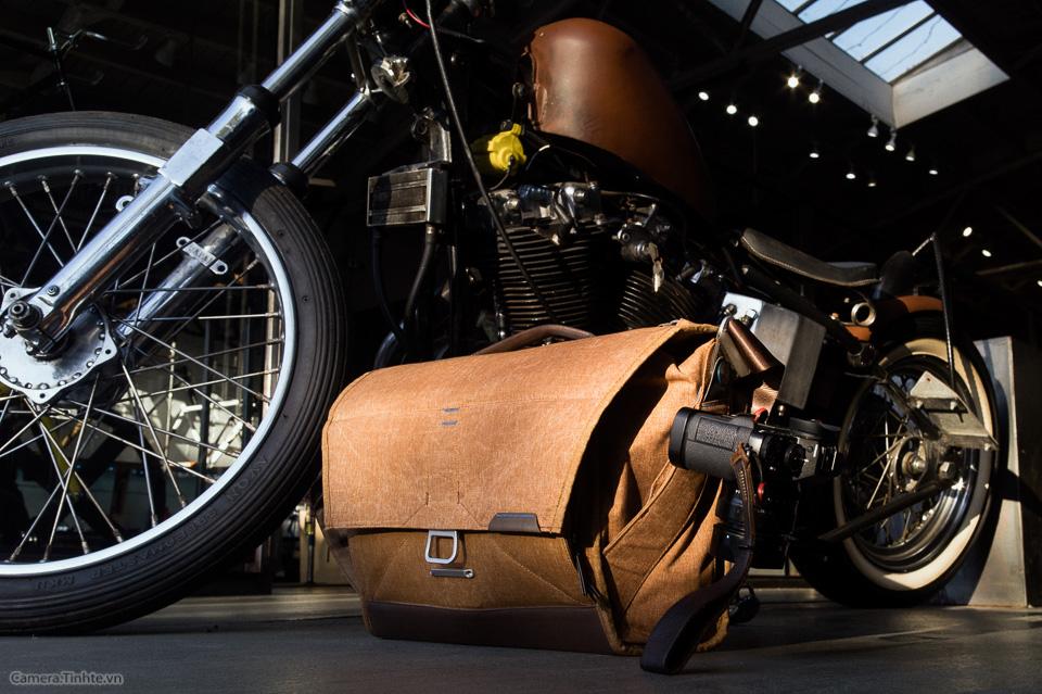 tren tay Peak design Messenger bag tinhte-1.jpg
