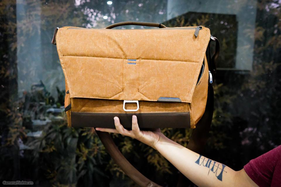 Tren tay Peak Design Everyday Messenger Bag-4.jpg