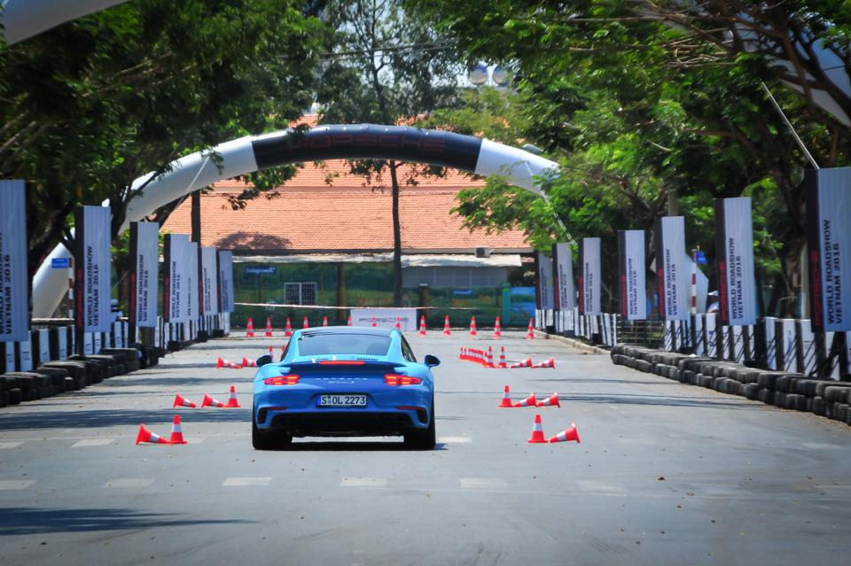 Xe.Tinhte.vn-Porsche-World-Roadshow-Vietnam-2016-Braking-1-2.jpg