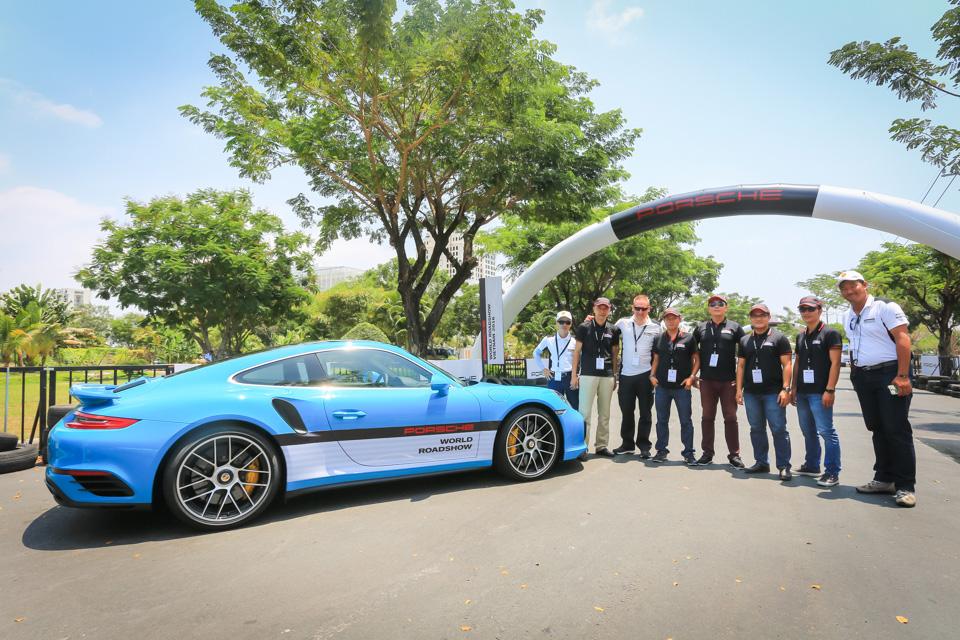 Xe.Tinhte.vn-Porsche-World-Roadshow-Vietnam-2016-Braking-3.jpg