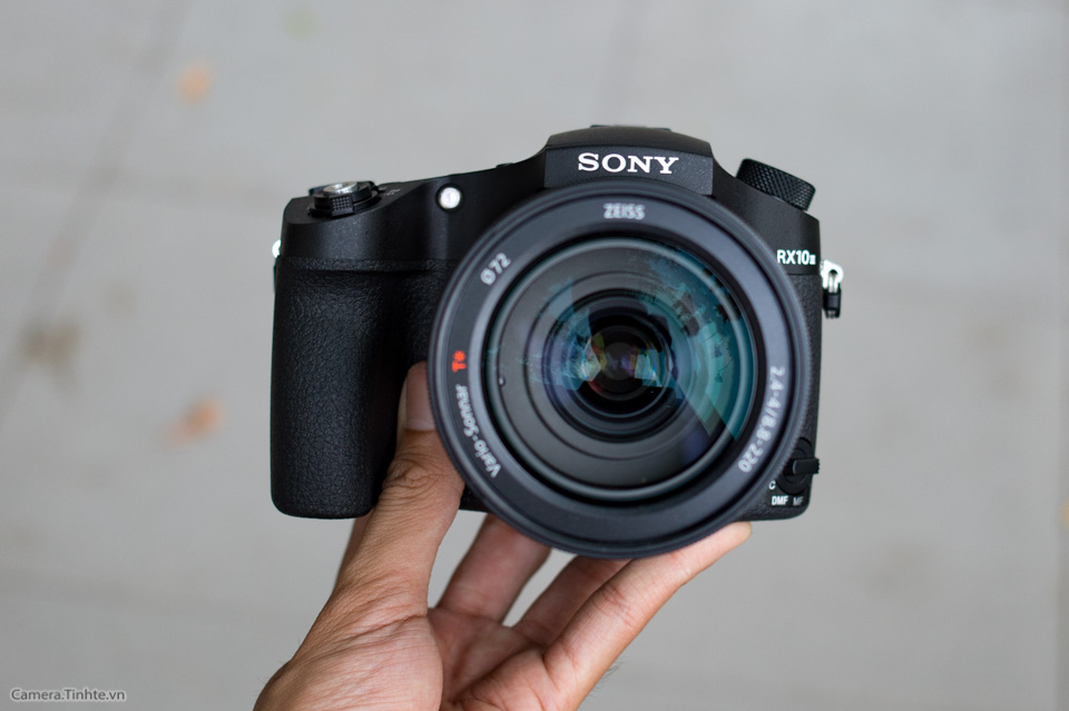 Sony_Cyber-shot_RX10_III_tinhte_1.jpg