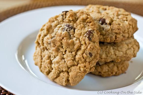 Chocolate-Chip-Oatmeal-Cookies-stack-580.jpg