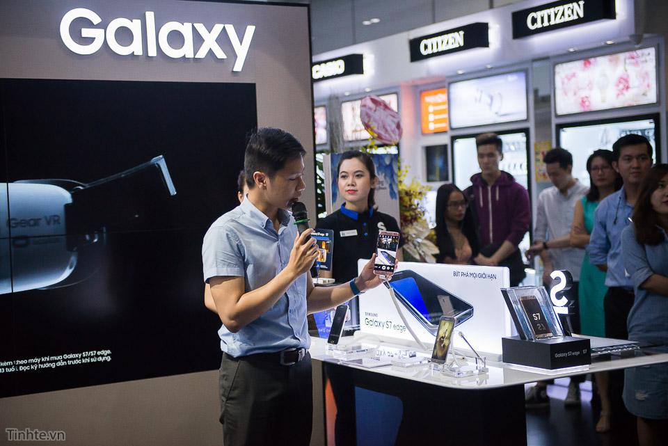 Khai truong Samsung Store  - Tinhte.vn-2.jpg