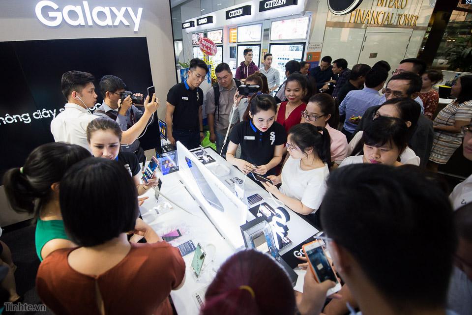 Khai truong Samsung Store  - Tinhte.vn-3.jpg