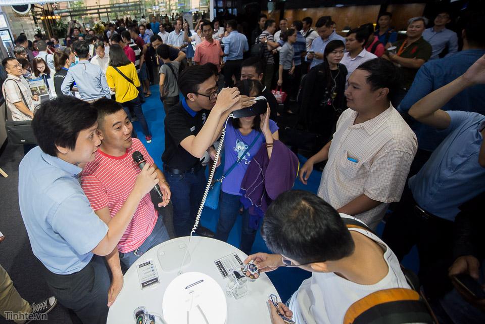 Khai truong Samsung Store  - Tinhte.vn-5.jpg