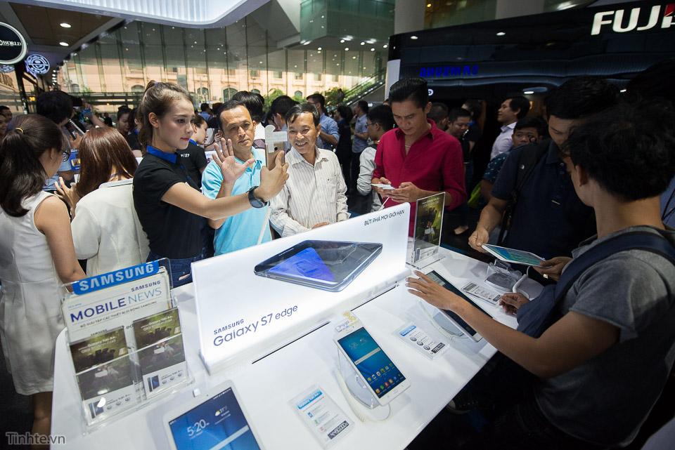 Khai truong Samsung Store  - Tinhte.vn-6.jpg