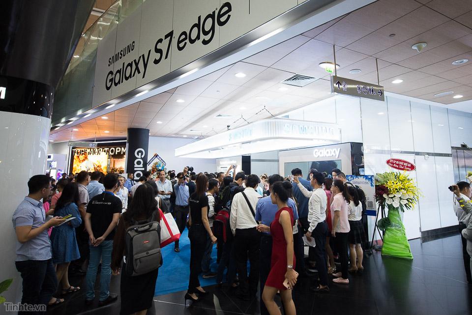 Khai truong Samsung Store  - Tinhte.vn-7.jpg