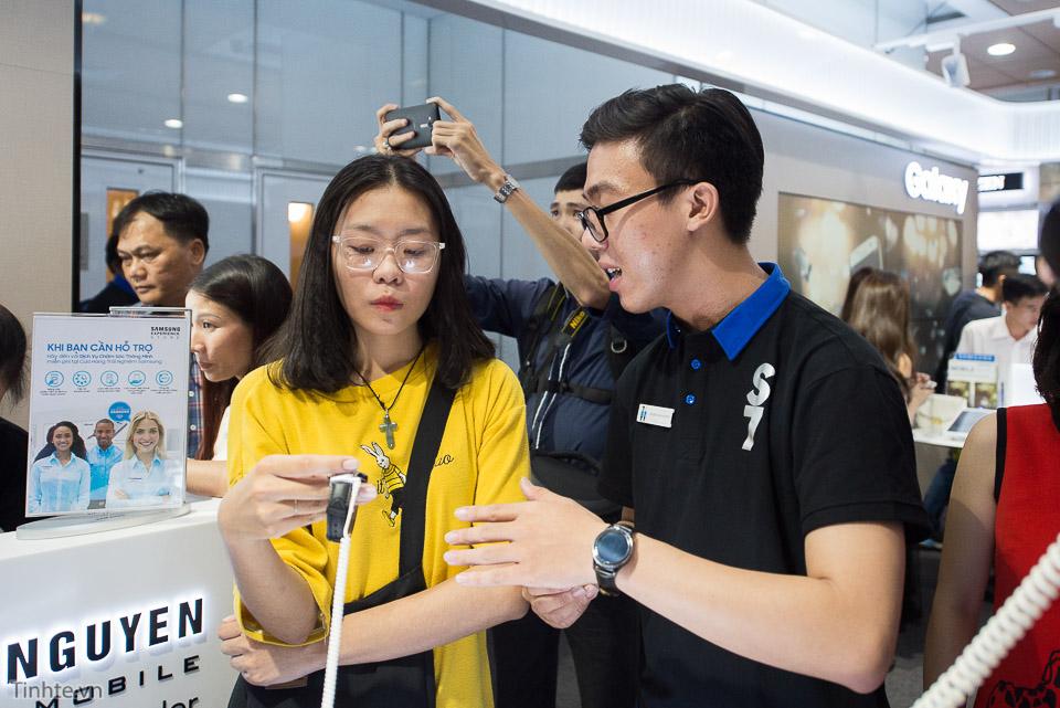 Khai truong Samsung Store  - Tinhte.vn-8.jpg