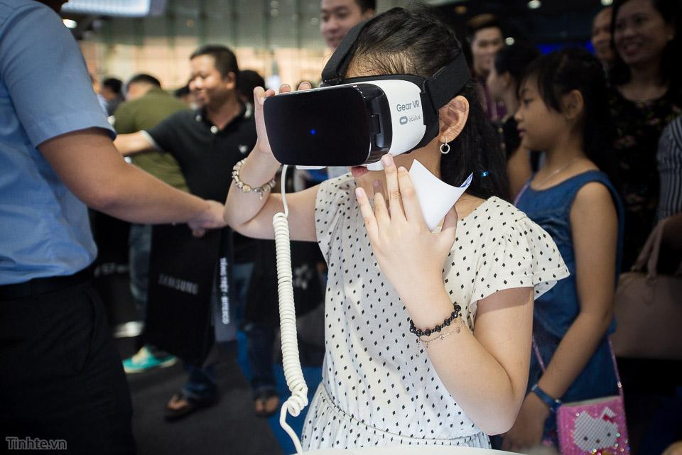 Khai truong Samsung Store  - Tinhte.vn-9.jpg