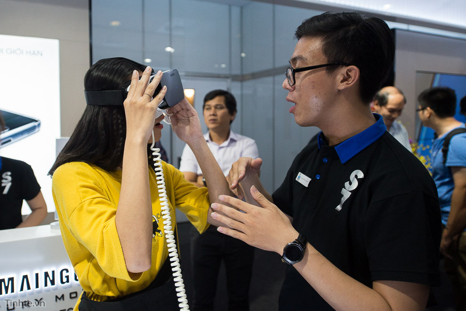 Khai truong Samsung Store  - Tinhte.vn-11.jpg