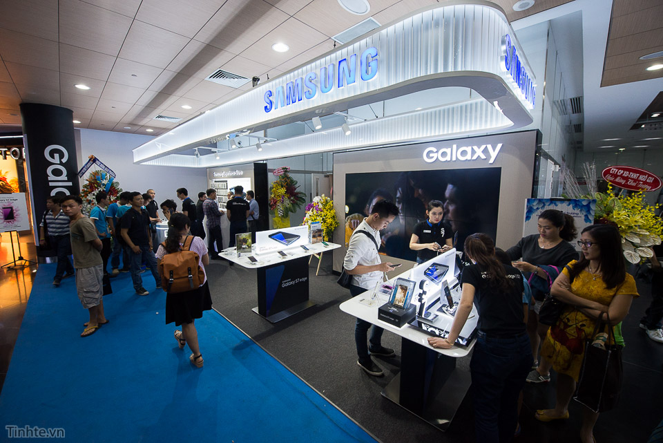 Khai truong Samsung Store  - Tinhte.vn-18.jpg