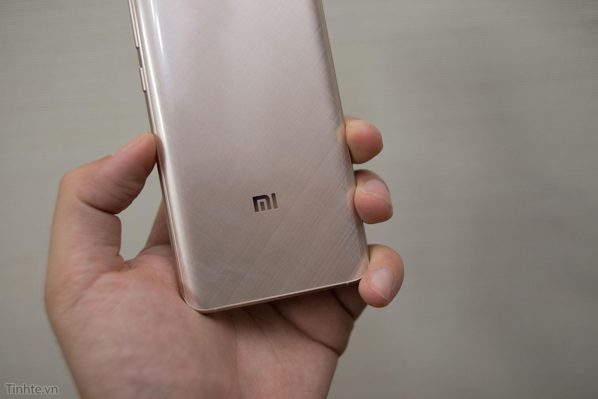 Xiaomi_Mi5_chinh_hang_tren_tay_tinhte.vn-8.jpg