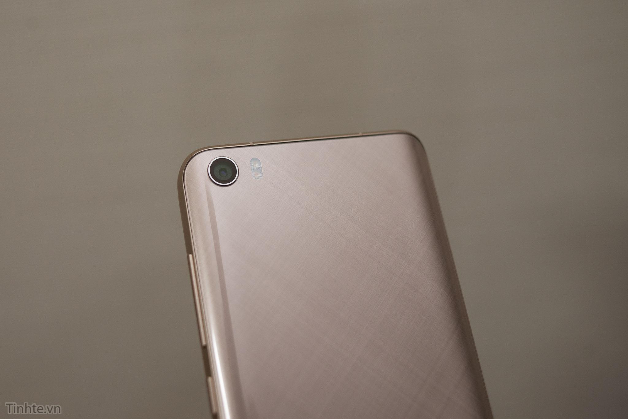 Xiaomi_Mi5_chinh_hang_tren_tay_tinhte.vn-9.jpg