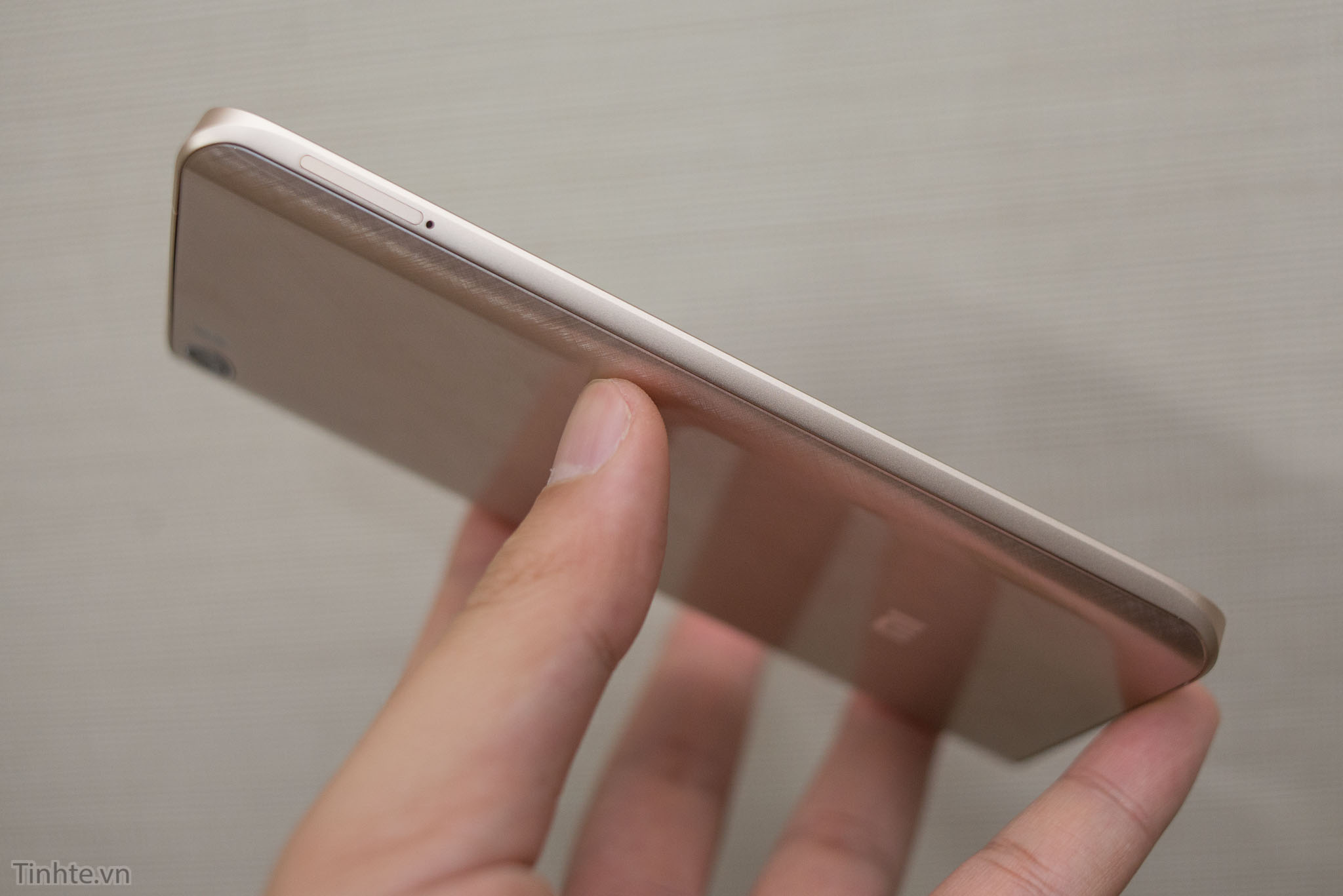 Xiaomi_Mi5_chinh_hang_tren_tay_tinhte.vn-18.jpg