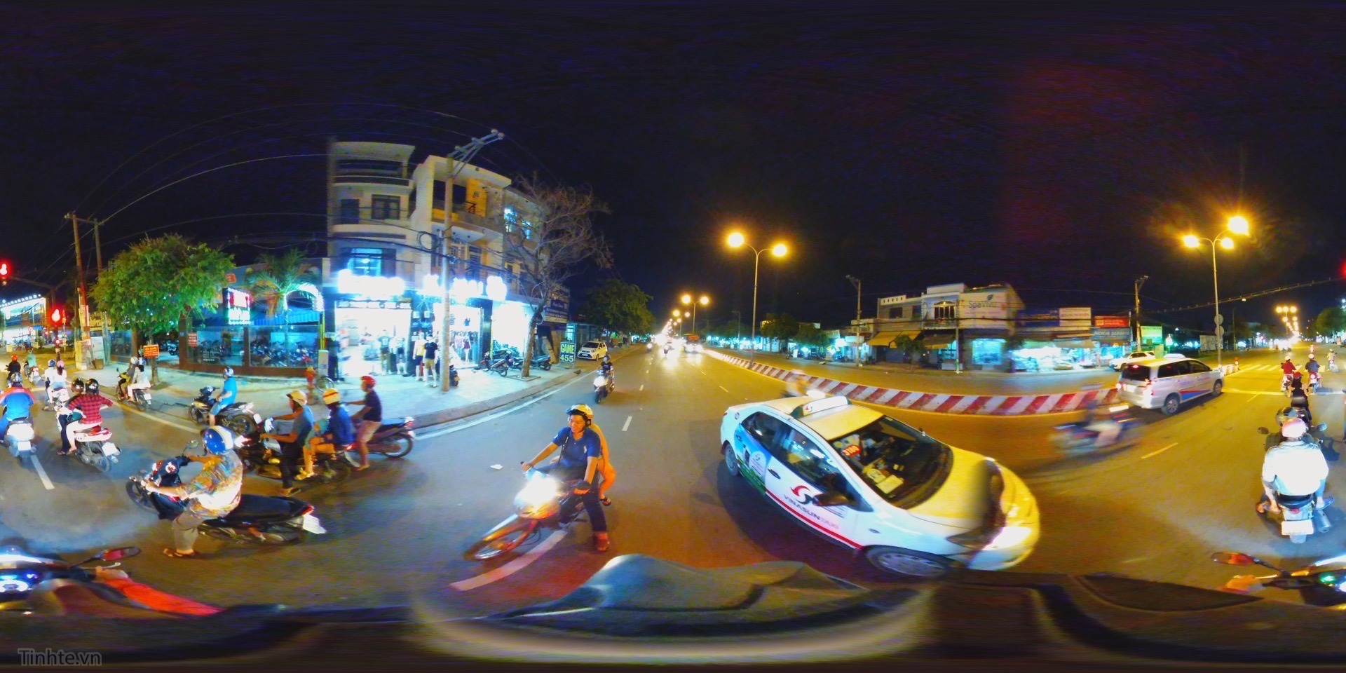 road at night 2.jpg