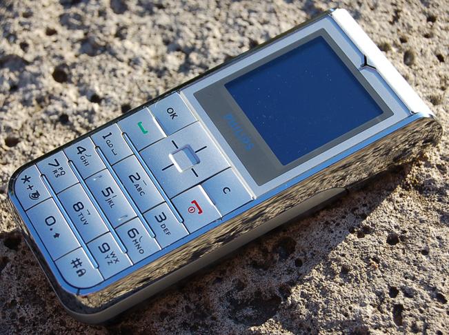 Philips-Xenium-9-9a-2.jpg