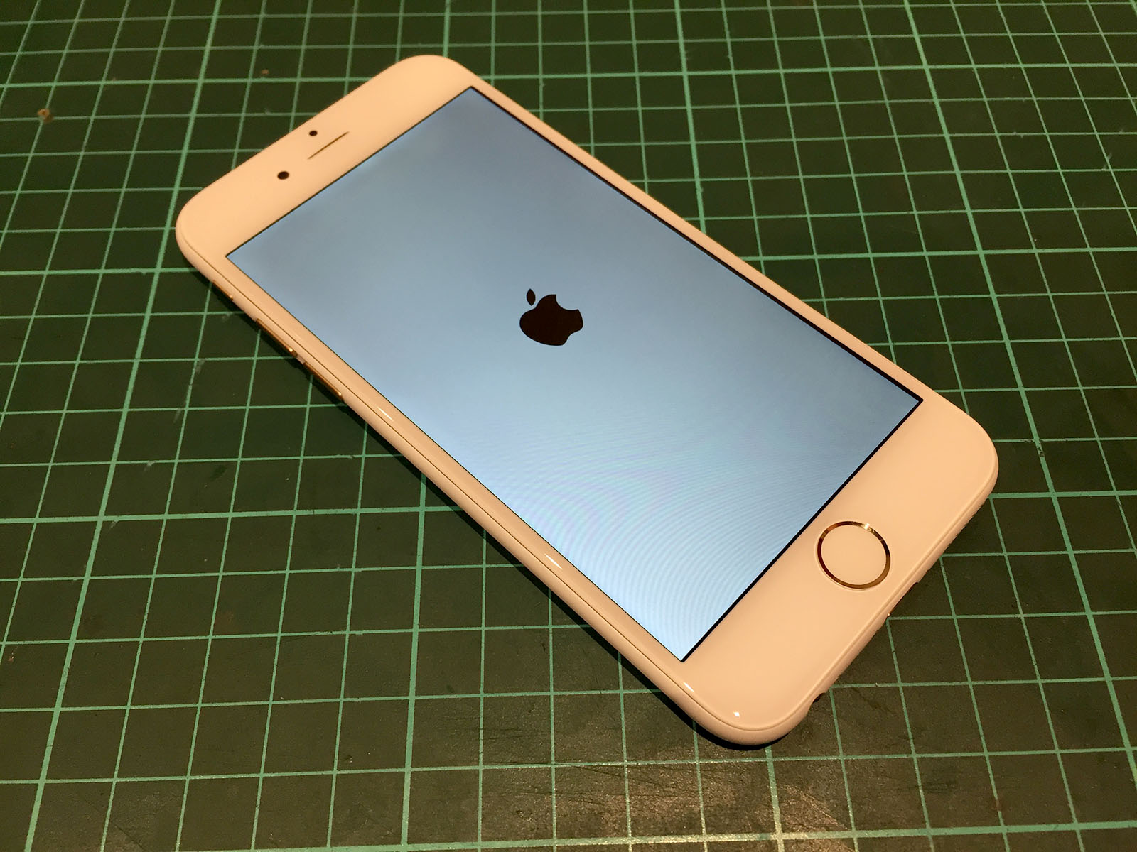 iPhone_do_vo_trang_matte_white_2.jpg