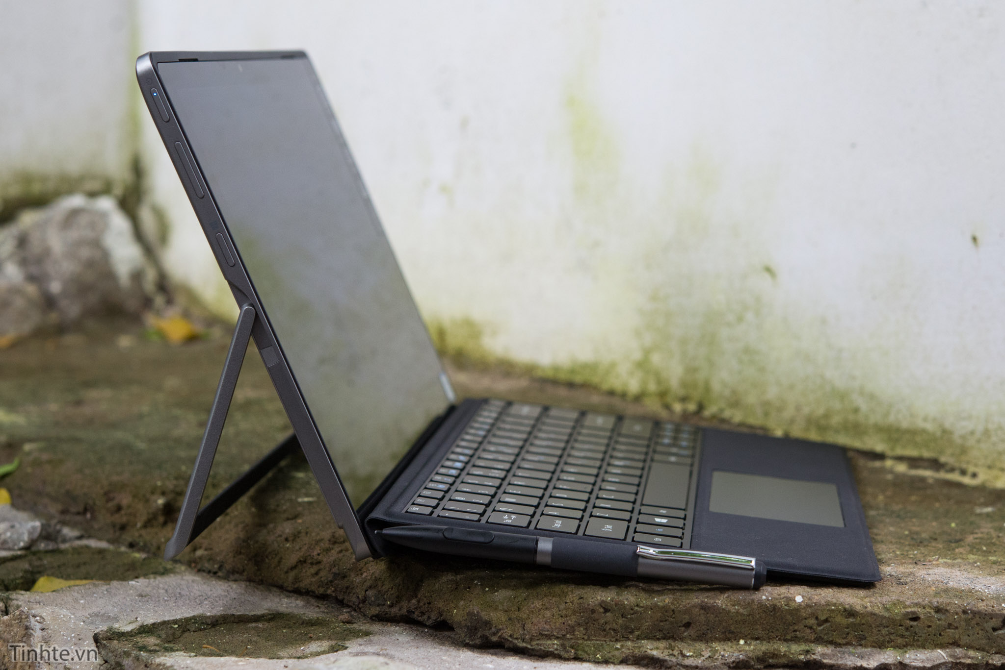 Acer Alpha 12_tinhte.vn 2.jpg