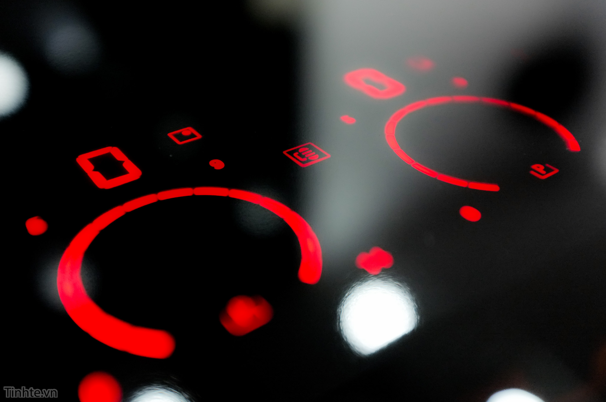 tinhte-electrolux-EHD8740FOK-1.jpg