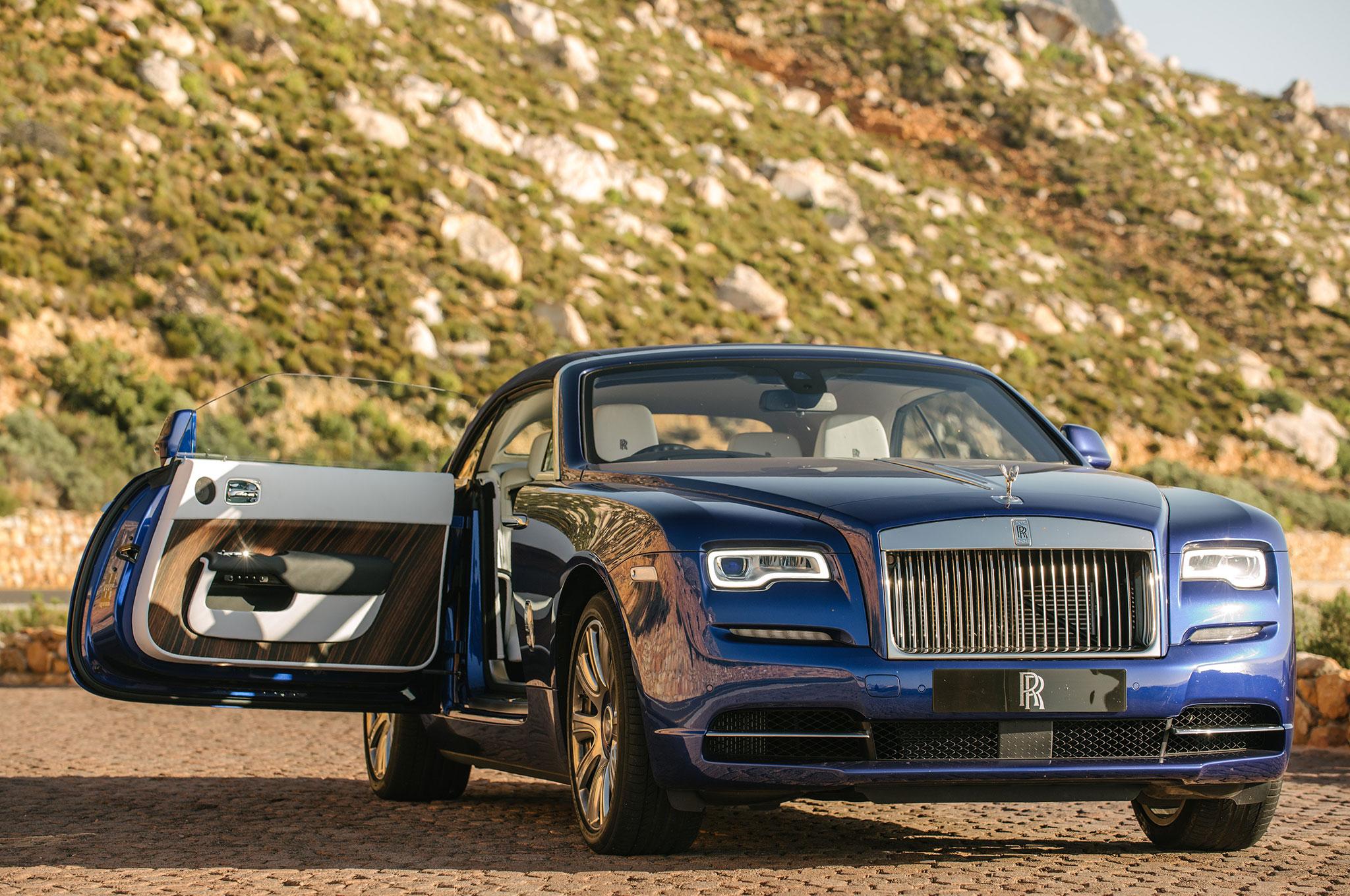2016-Rolls-Royce-Dawn-front-end-03.jpg
