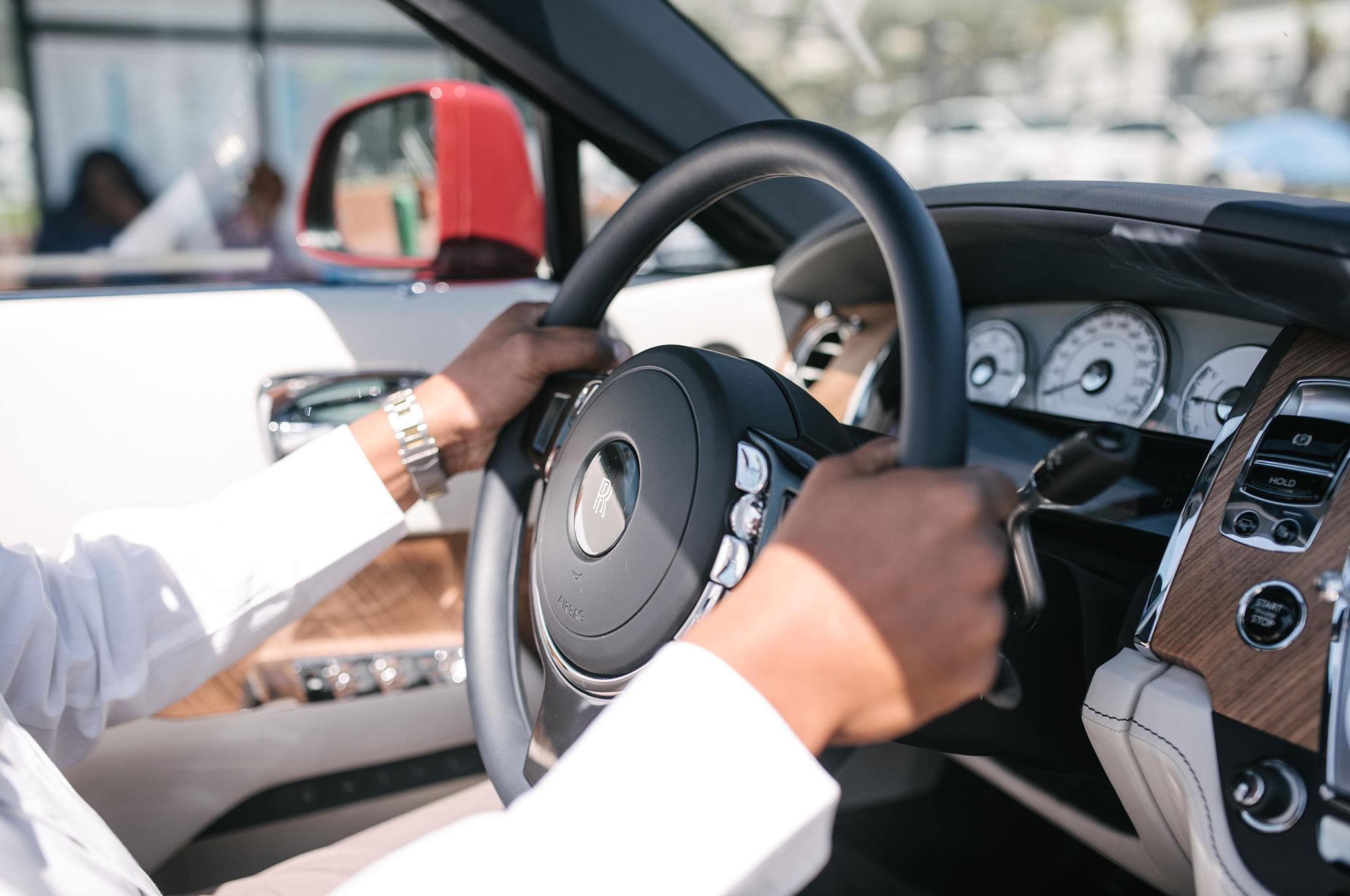 2016-Rolls-Royce-Dawn-steering-wheel.jpg