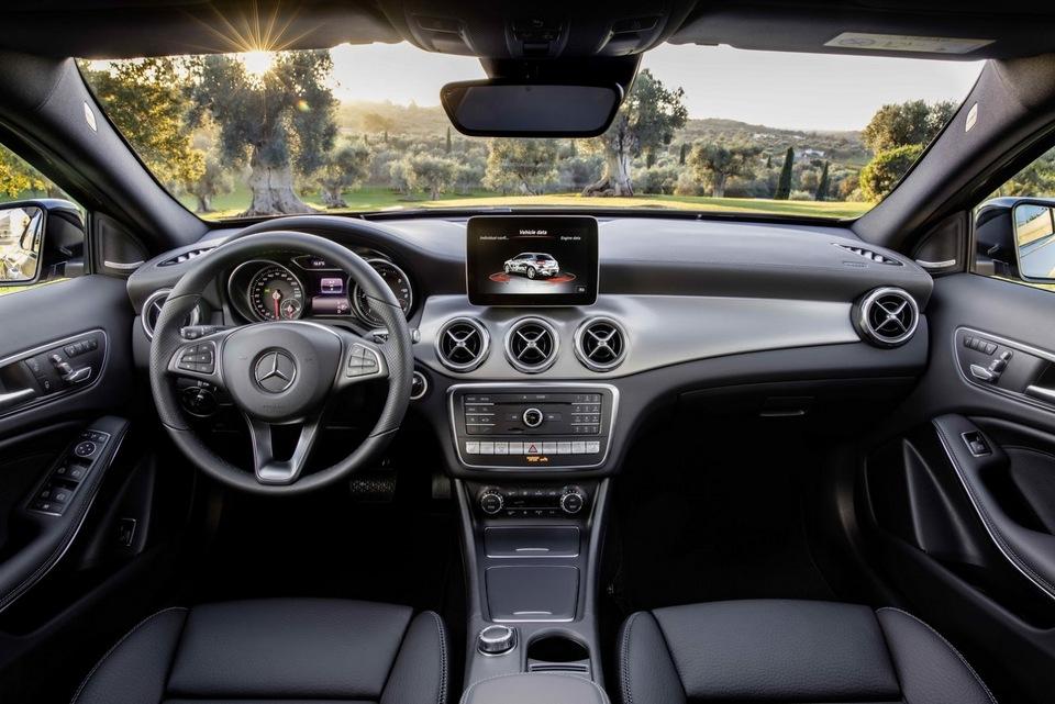 2017-Mercedes-GLA-36.jpg