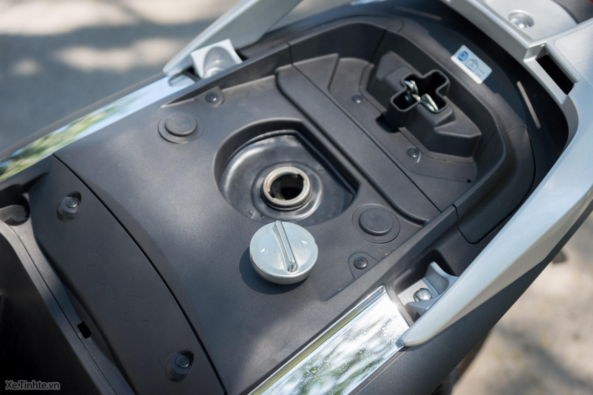 Xe.Tinhte.vn-Honda-SH300i-Italy-19.jpg