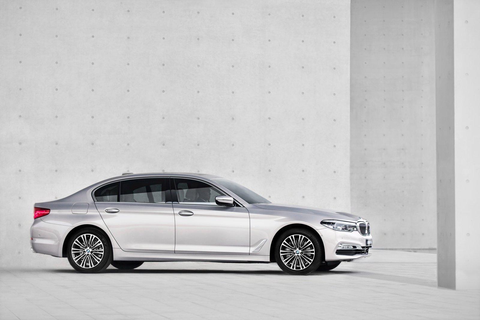BMW-5-Series-LWB-9.jpg