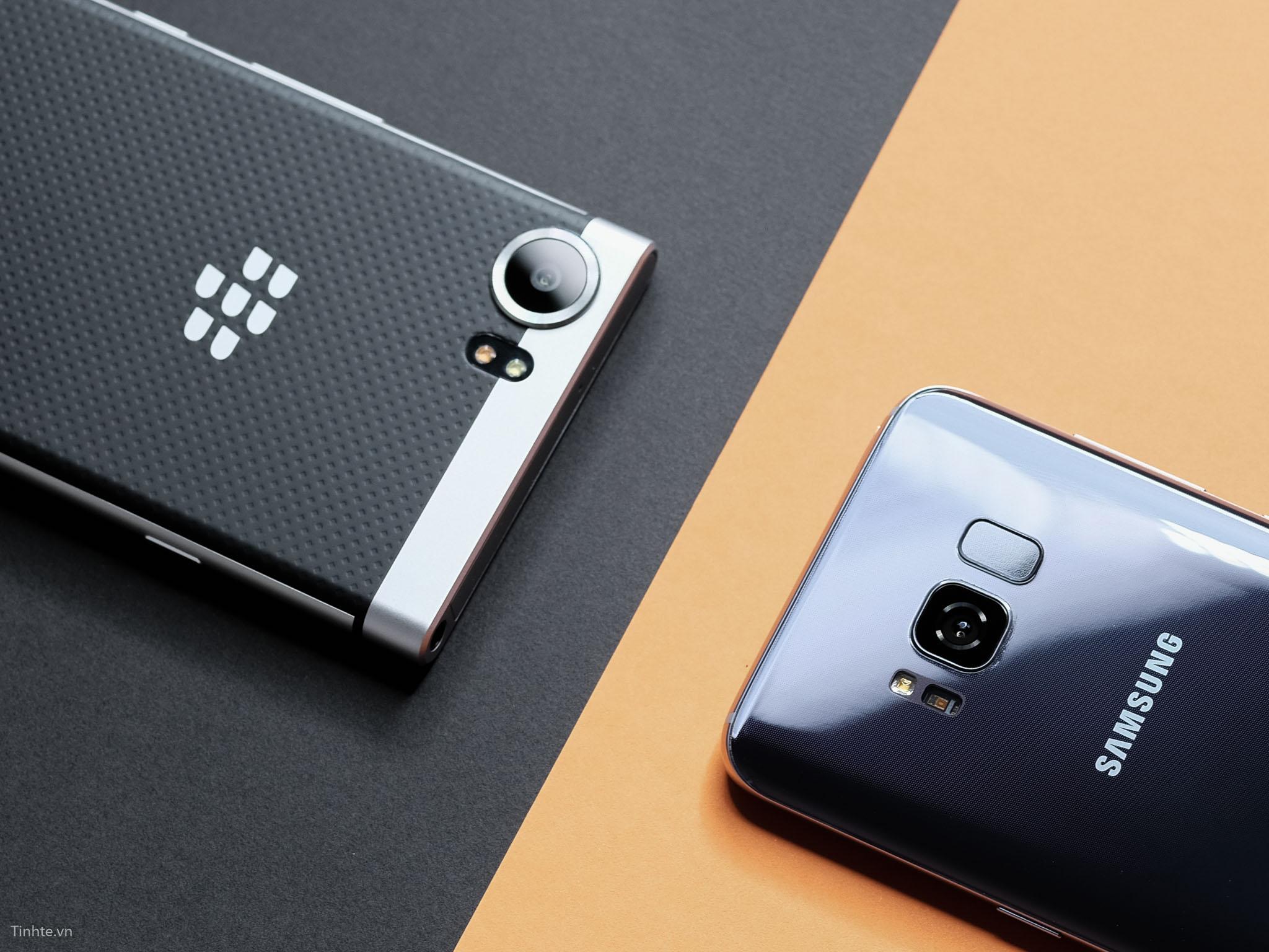 tinhte_anh_so_sanh_samsung_galaxy_s8_vs_blackberry_keyone_ (1).jpg