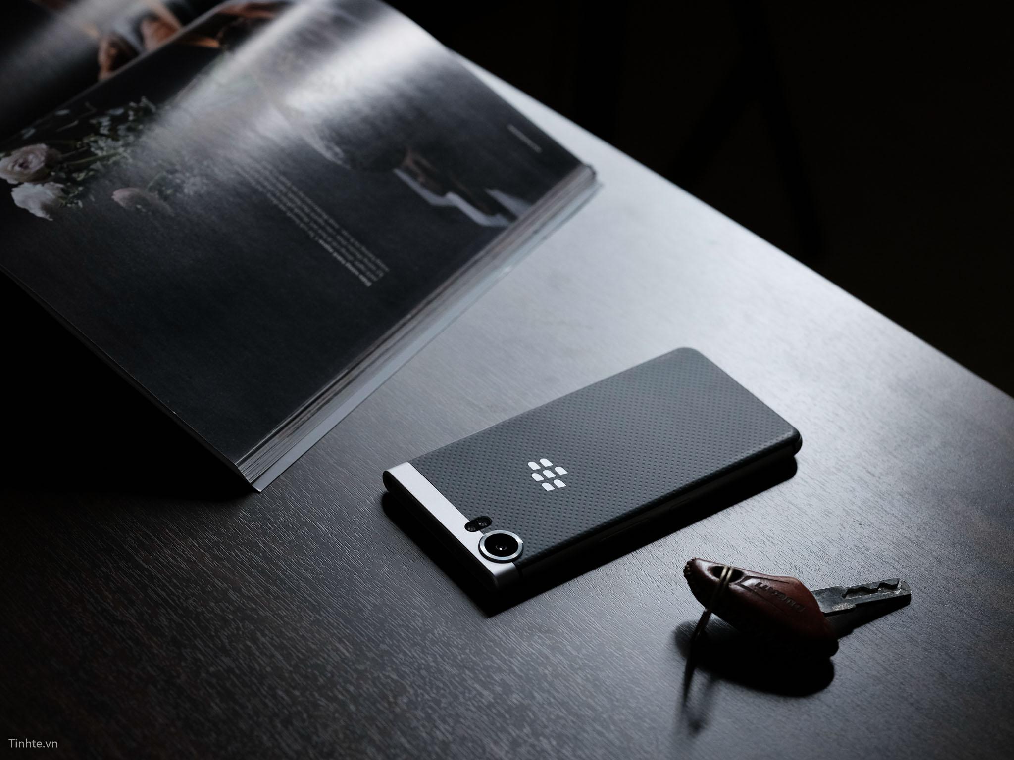 tinhte_anh_so_sanh_samsung_galaxy_s8_vs_blackberry_keyone_ (7).jpg