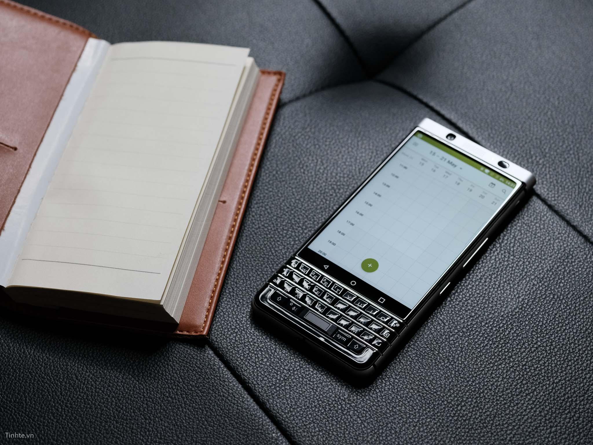 tinhte_anh_so_sanh_samsung_galaxy_s8_vs_blackberry_keyone_ (10).jpg