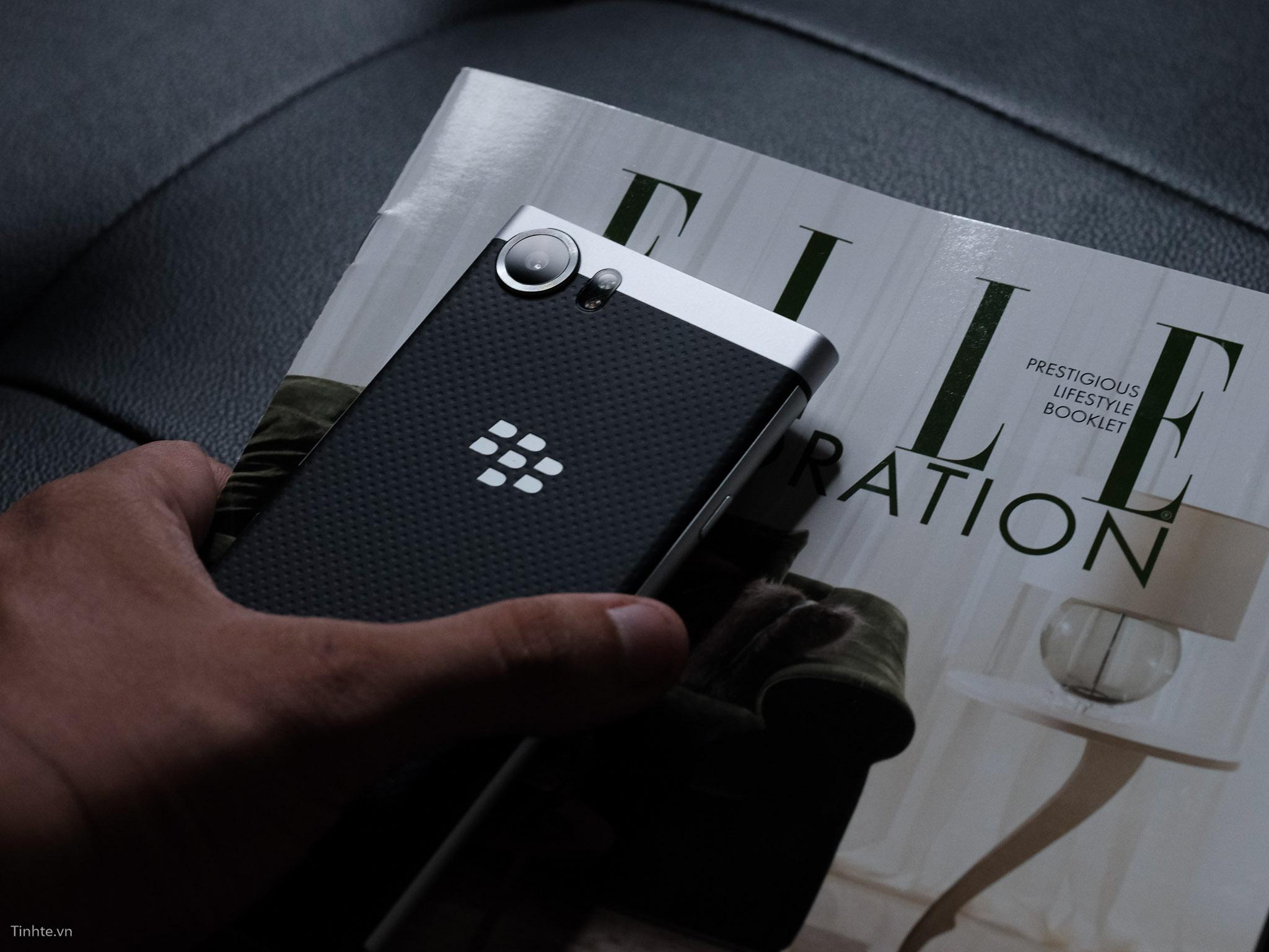 tinhte_anh_so_sanh_samsung_galaxy_s8_vs_blackberry_keyone_ (11).jpg