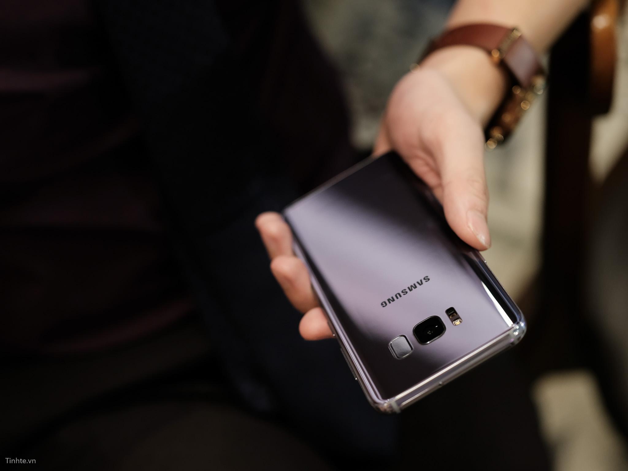 tinhte_anh_so_sanh_samsung_galaxy_s8_vs_blackberry_keyone_ (13).jpg