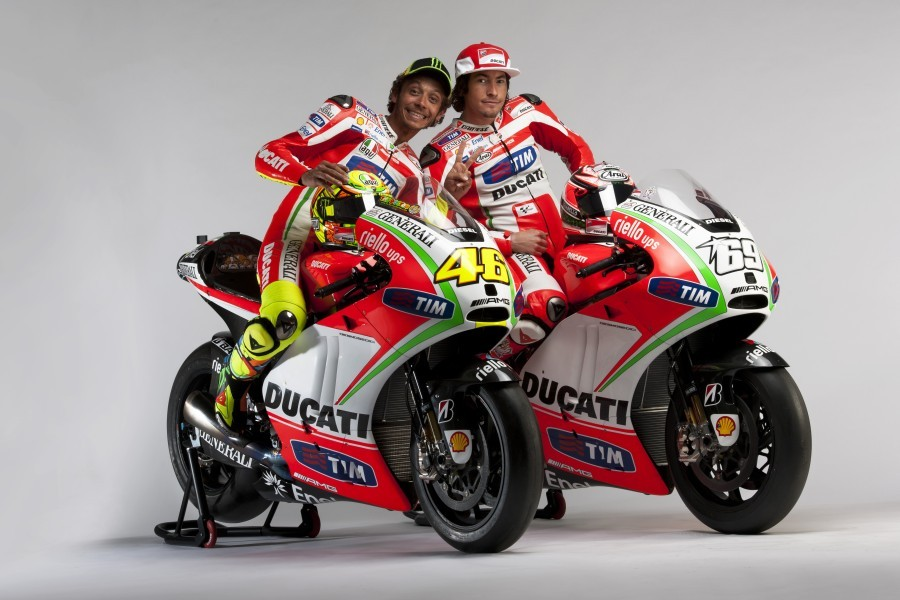 ducati-desmosedici-gp12-valentino-rossi-nicky-hayden-motogp-2012-01.jpg