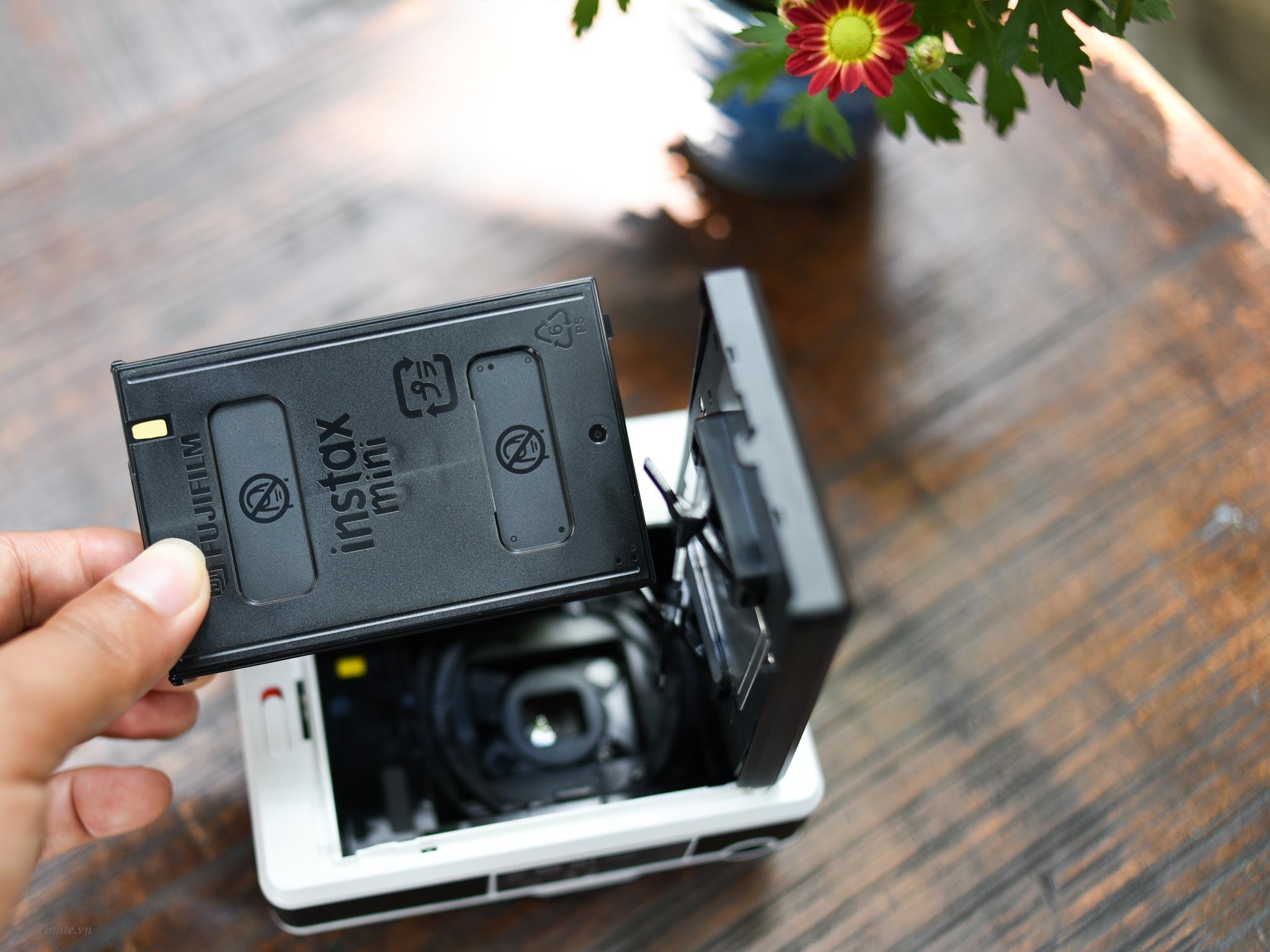 Leica_Sofort_camera.tinhte.vn_03.jpg