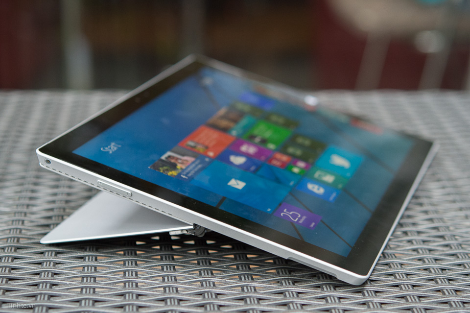 Surface_Pro_Surface_Laptop_2.jpg