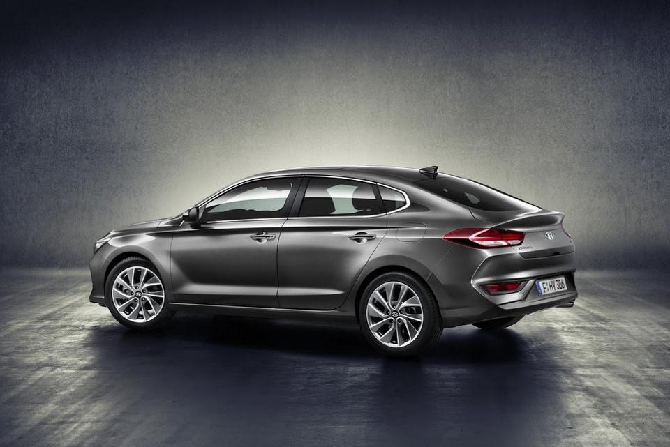 hyundai-i30-fastback-revealed-2.jpg