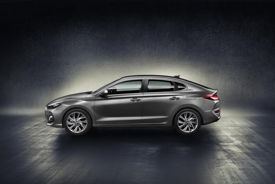 hyundai-i30-fastback-revealed-4.jpg