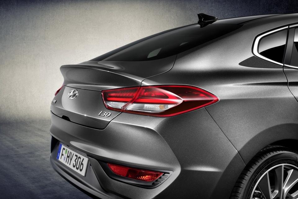 hyundai-i30-fastback-revealed-5.jpg